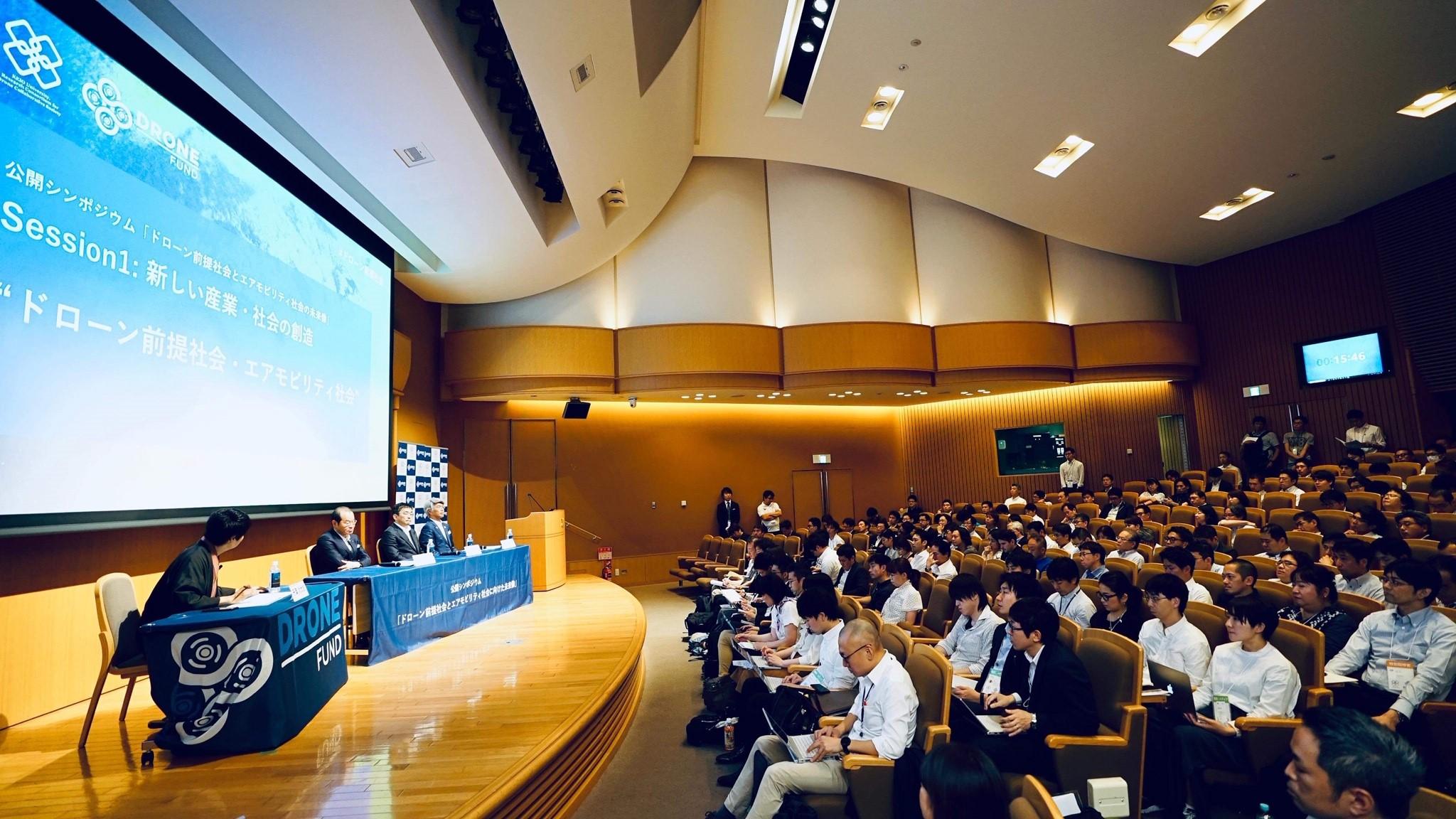 Drone Fundと慶應ドロコンが公開シンポジウム みずほ頭取、KDDI社長も登壇 千葉功太郎氏「日本に新しい産業を」