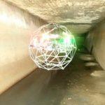 静岡市の下水管、台帳上のマンホールは実在した! ブルーイノベーションがELIOS2で点検し発見
