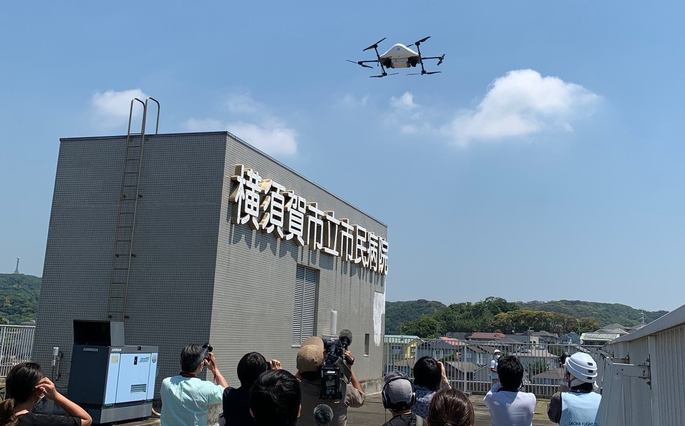 ドローンで牛丼配達実験 日本初のオンデマンド配送を横須賀市でエアロネクストなど実施